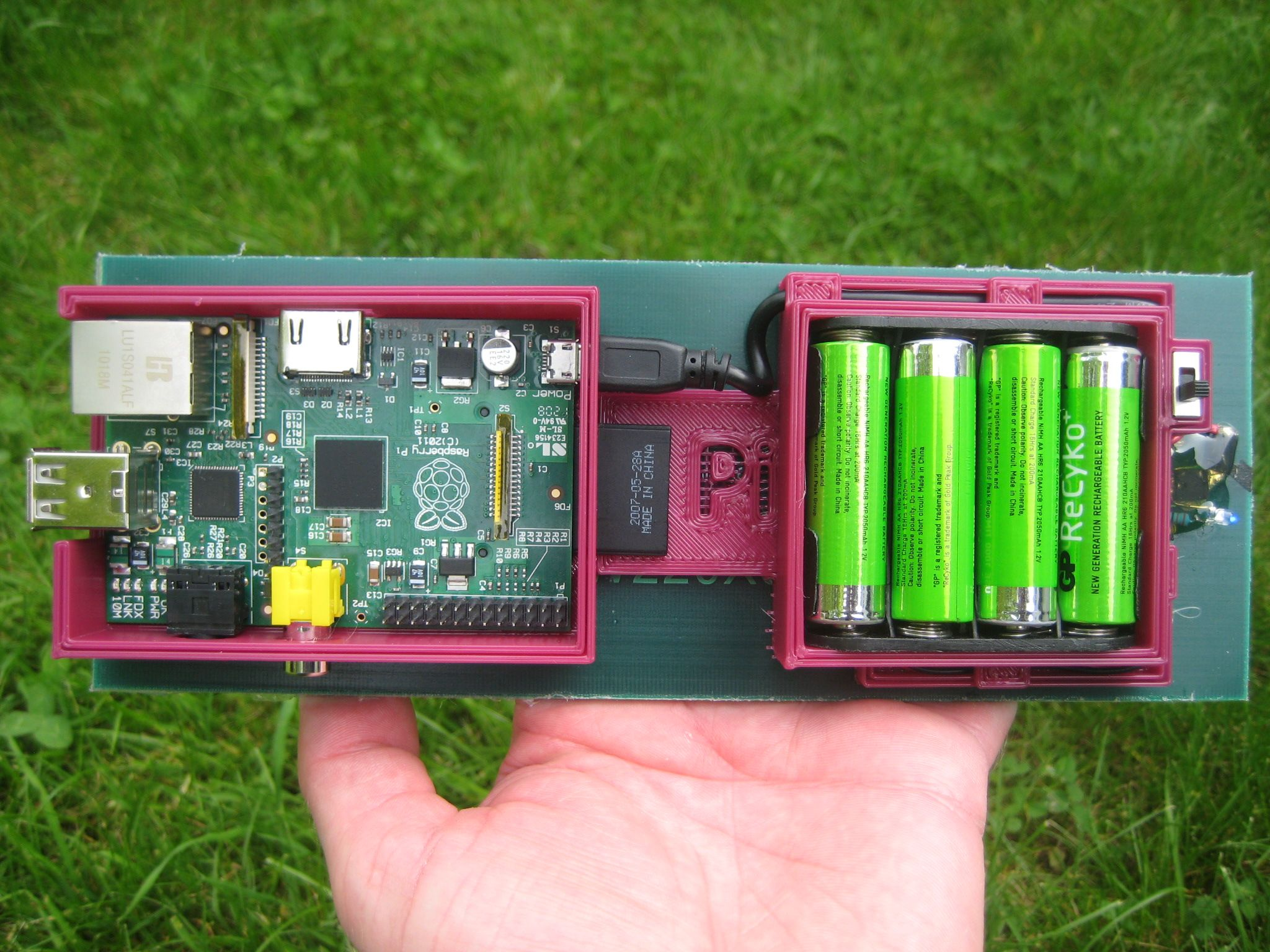 16 Amazing Things You Can Do With A Raspberry Pi Gadz Geek Blog Circuit Board Picture Frames Clock These Are Awesome For Geeky Why Not Use The Solar Battery Cells Propepsed By Cottonpickers To Make This Weather Station Autonomous